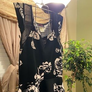 Black and White Sleeveless floral shirt